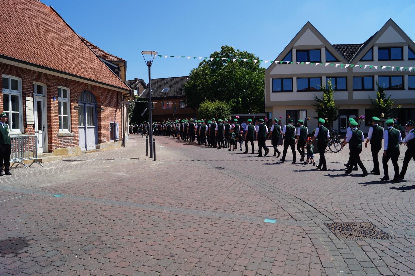 Marsch durch unser Dorf